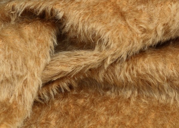 Bran Cracker 15 mm antique gold Steiff Schulte mohair for teddy bears with a beautiful distressed pile.  The mohair has an old or vintage feel, It's a great colour for smaller traditional teddy bears, or larger bears that you want to look old and loved.