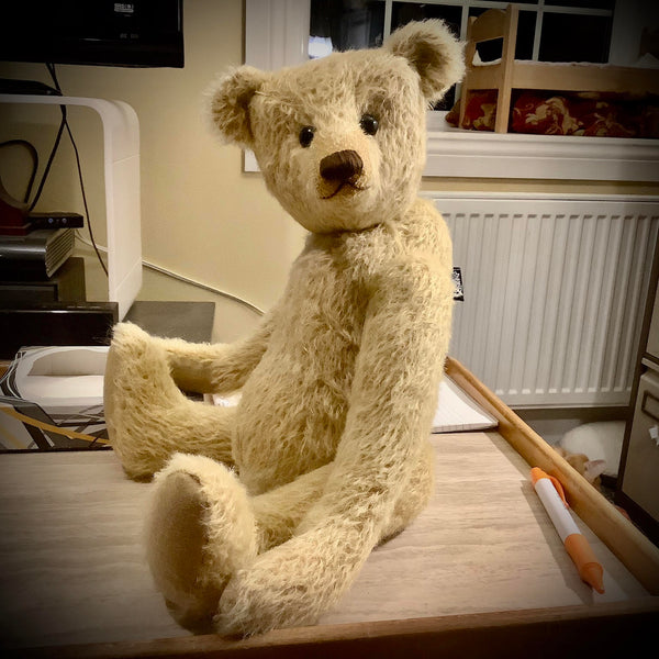 The Rabbie Teddy Bear pattern makes a sweet traditional jointed Barbara-Ann Bear about 15.5 inches (39 cm) tall. Rabbie is our latest teddy bear pattern. We think Rabbie will look great in a range of mohairs and other fabrics from the very short to relatively long (around 25mm)