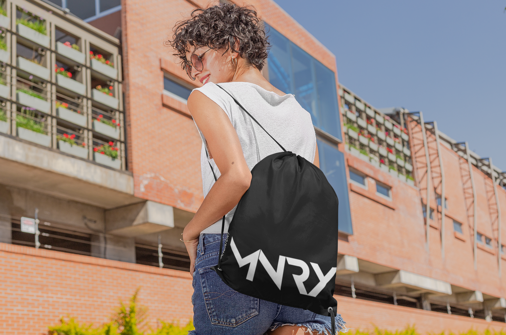 MANDATORY with the stylish and practical drawstring bag