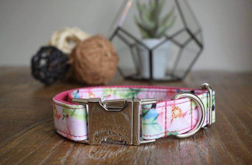 Dog collar and lead set flowers