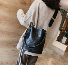 Load image into Gallery viewer, Crossbody Bag black
