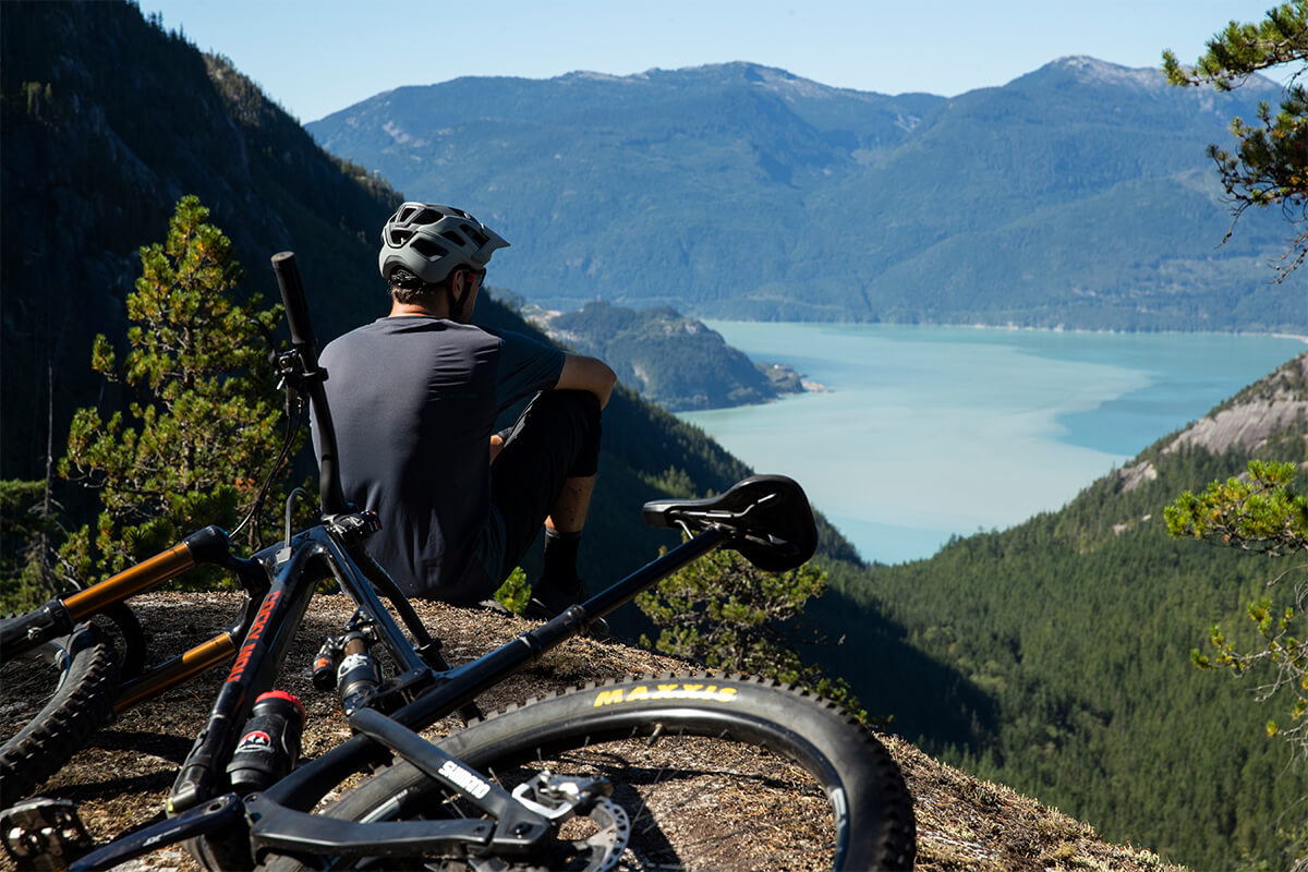 Professional Mountain Biker Thomas Vanderham wearing a Lazer Jackal MIPS helmet as he sits admiring the view of the Vancouver mountains.