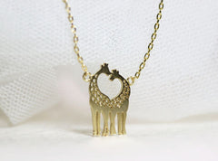 Loving Giraffes Necklace Gold