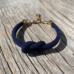 Waterproof anchor necklace from Sweden. Ankararmband. Armband med ankare.