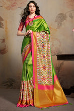Load image into Gallery viewer, Bhelpuri Green Silk Blend Woven Saree with Blouse Piece