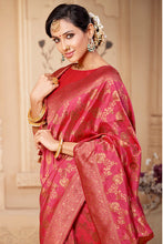 Load image into Gallery viewer, Bhelpuri Peach & Golden Banarasi Silk Woven Traditional Saree with Blouse Piece