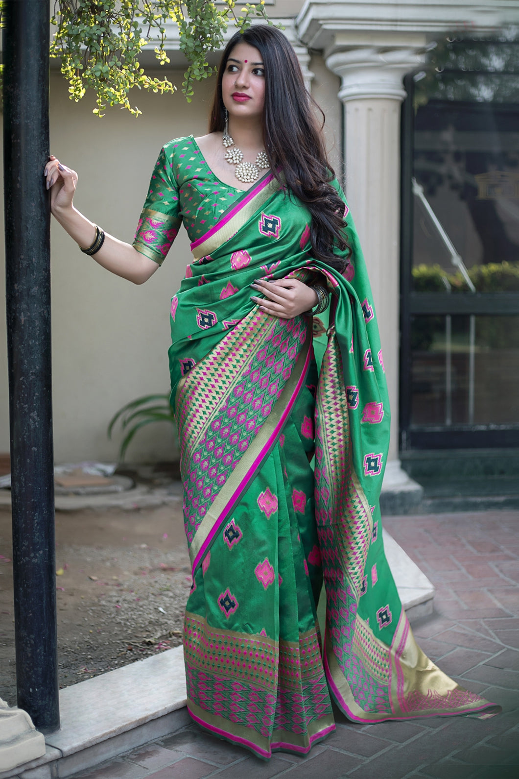 Bhelpuri Green Banarasi Silk Designer Zari Woven Saree with Silk Blouse Piece