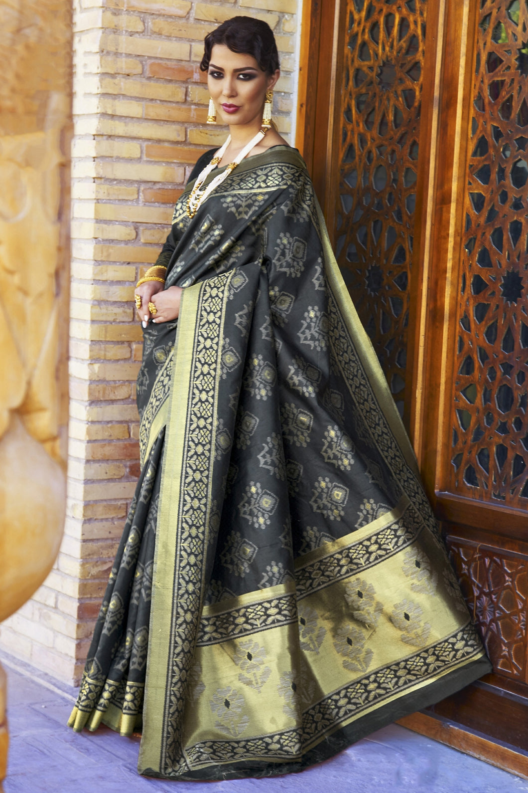 Bhelpuri Black and Gold Silk Woven Saree with Blouse Piece