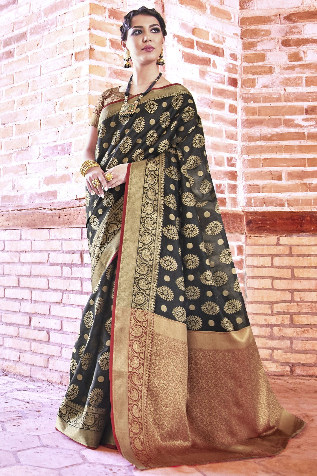 Bhelpuri Black and Gold Weaving Silk Woven Saree with Blouse Piece