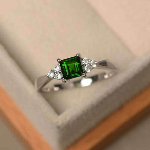 Elegant Women's 925 Silver Princess Cut Emerald Ring
