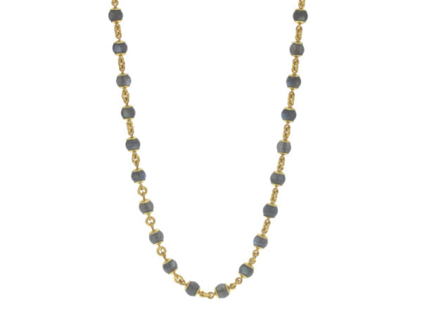 31″ Circle Clasp Necklace With 7mm Labradorite Beads and Small Gold Links