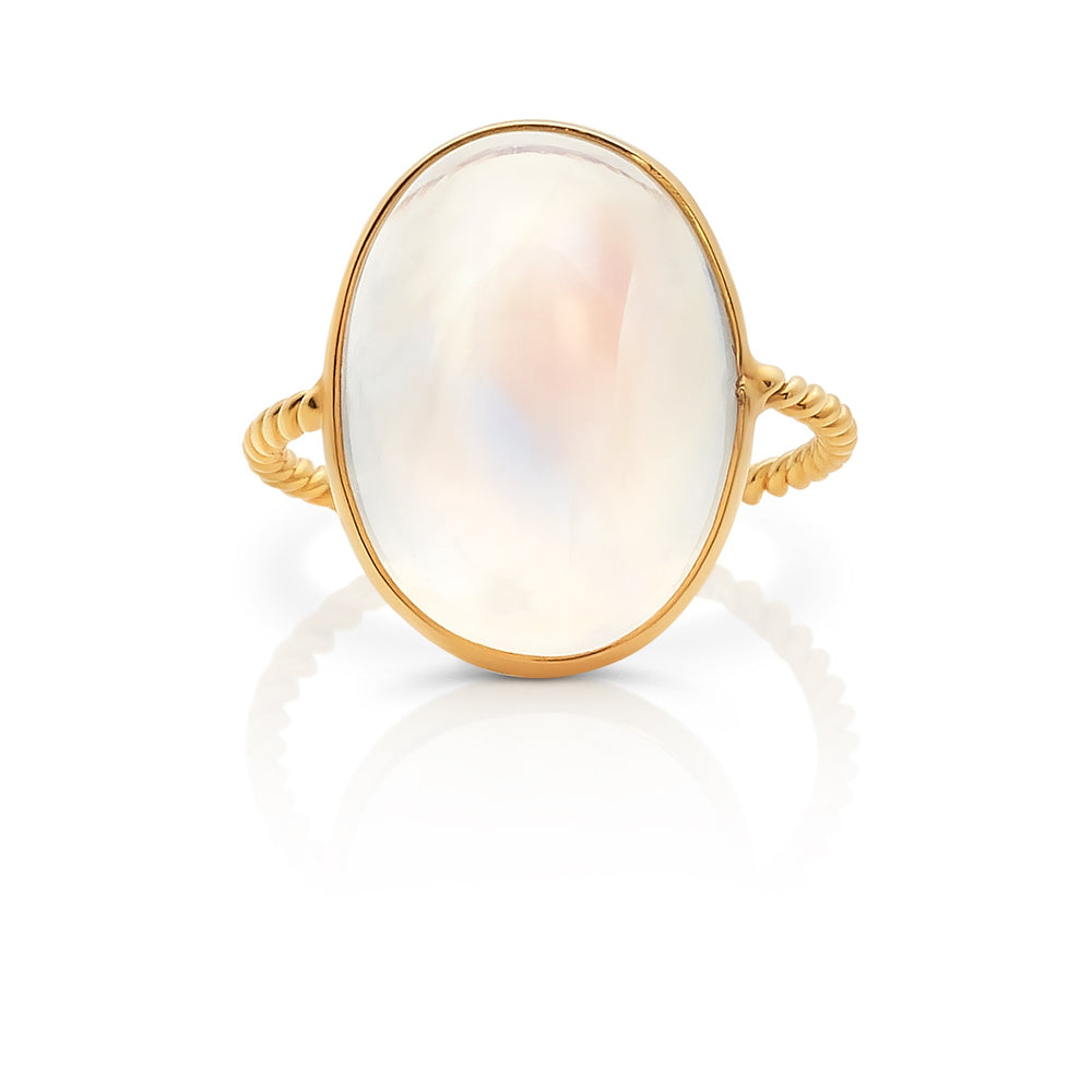 Rainbow Moonstone Oval Cabachon Ring In 18k Yellow Gold