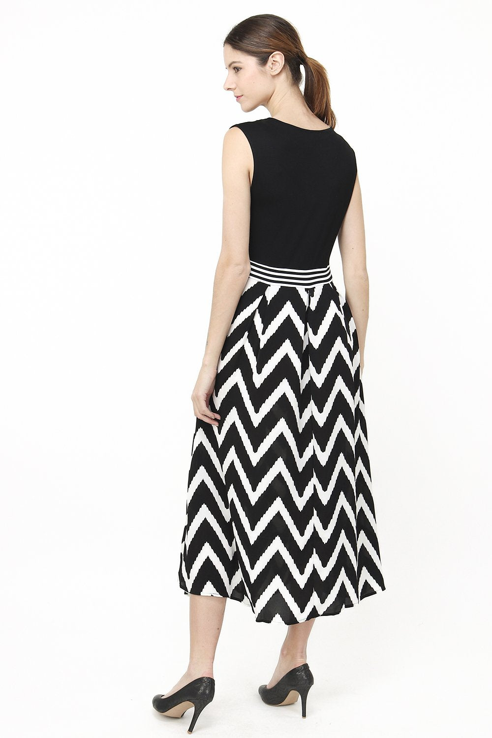 SLEEVELESS LONG DRESS WITH ZIG-ZAG PATTERNS