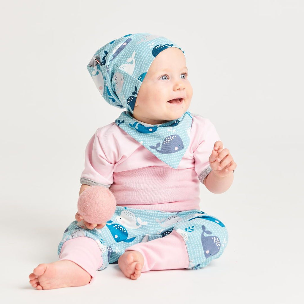 "Lined baby hat ""Whales/Baby Pink"""