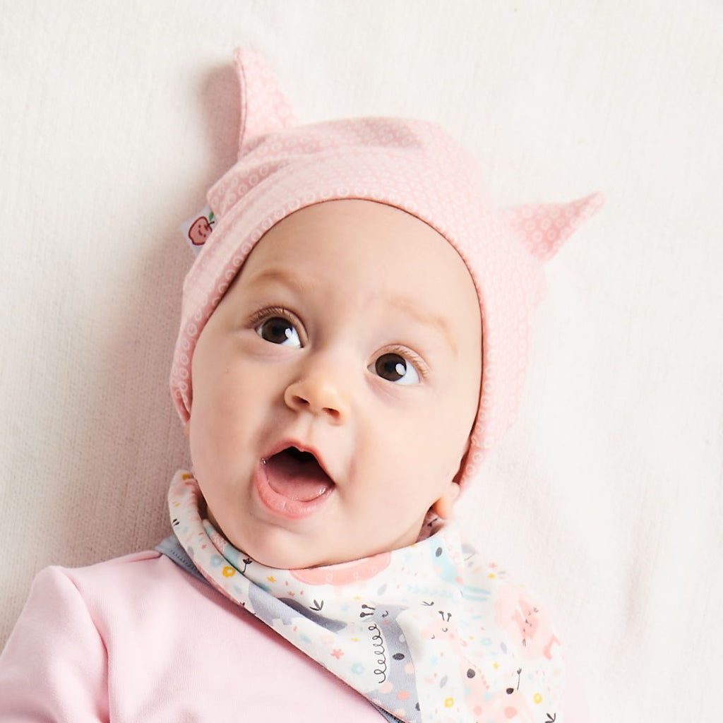 "Organic lined baby hat with bear ears ""Kuller Peach Rose"" made from 95% organic cotton and 5% elastane"