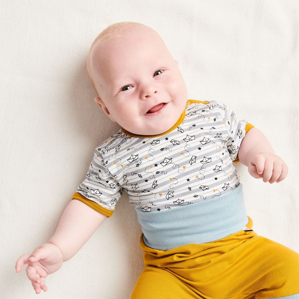 "Organic shortsleeve baby body ""My little golden Ship"" made from 95% organic cotton and 5% elastane"