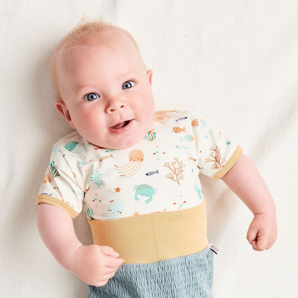 "Organic shortsleeve baby body ""Ocean Party"" made from 95% organic cotton and 5% elastane"