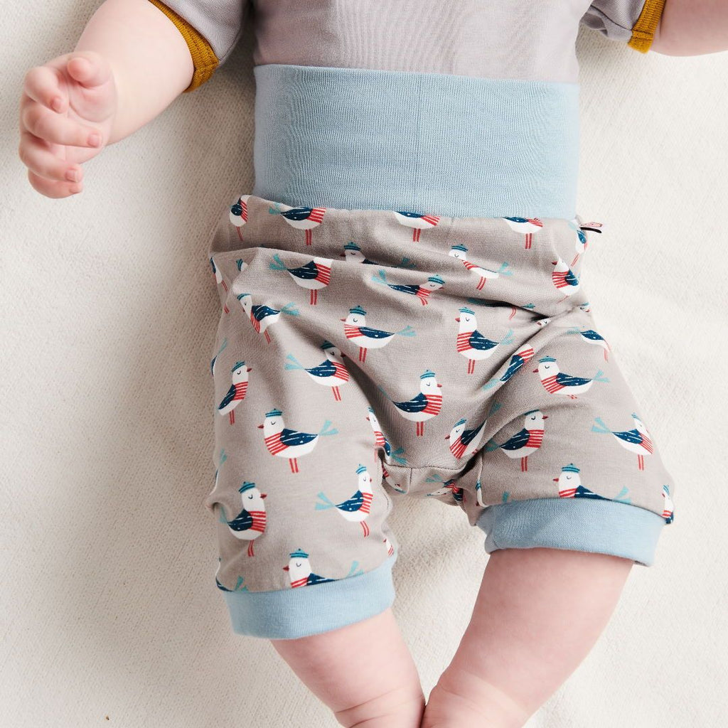 "Organic pumpshorts ""Seagull Fiete"" made from 95% organic cotton and 5% elastane"