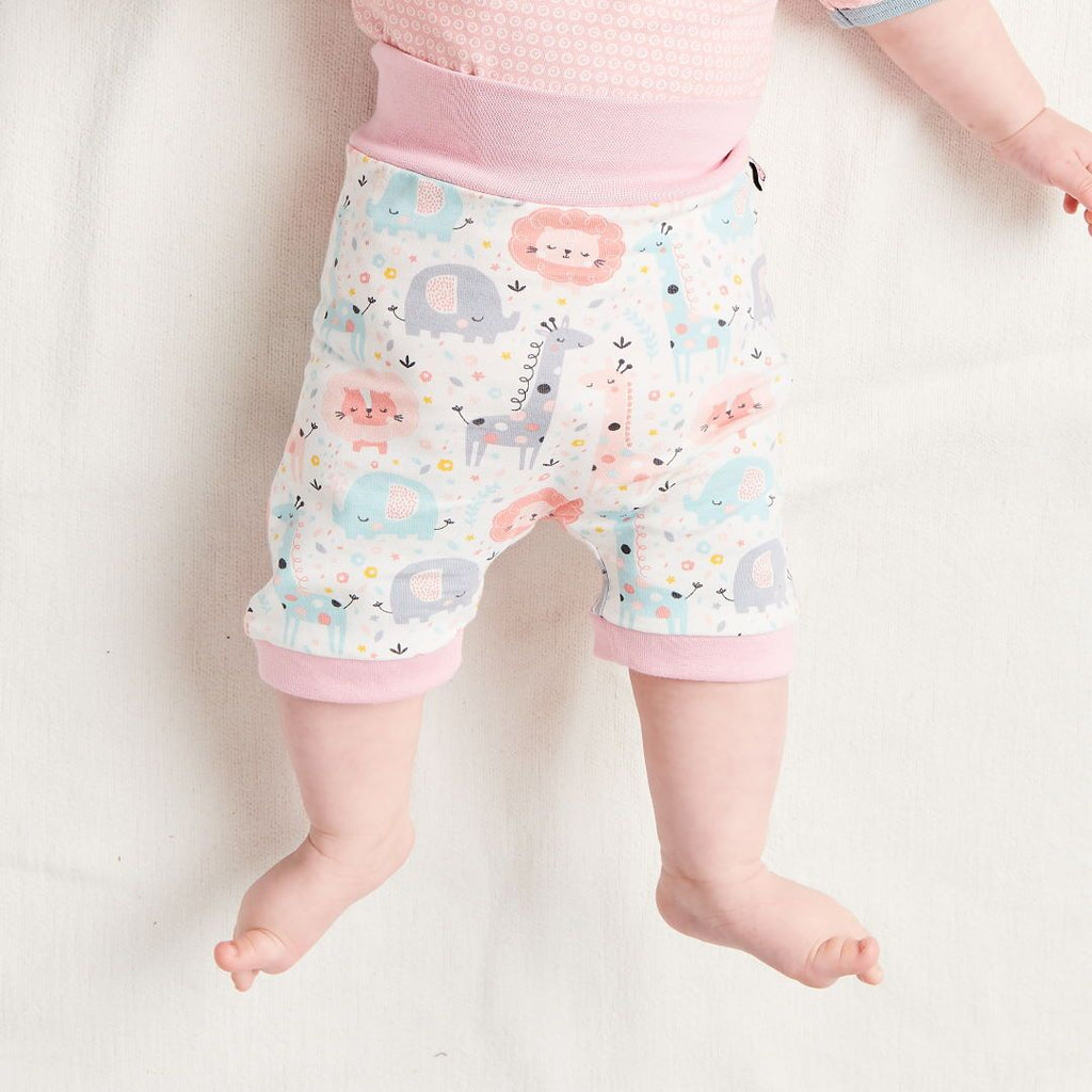 "Organic pumpshorts ""Mini Jungle Rose"" made from 95% organic cotton and 5% elastane"