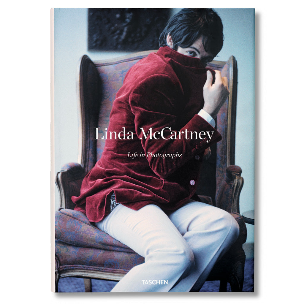front cover of Linda McCartney Life in Photographs