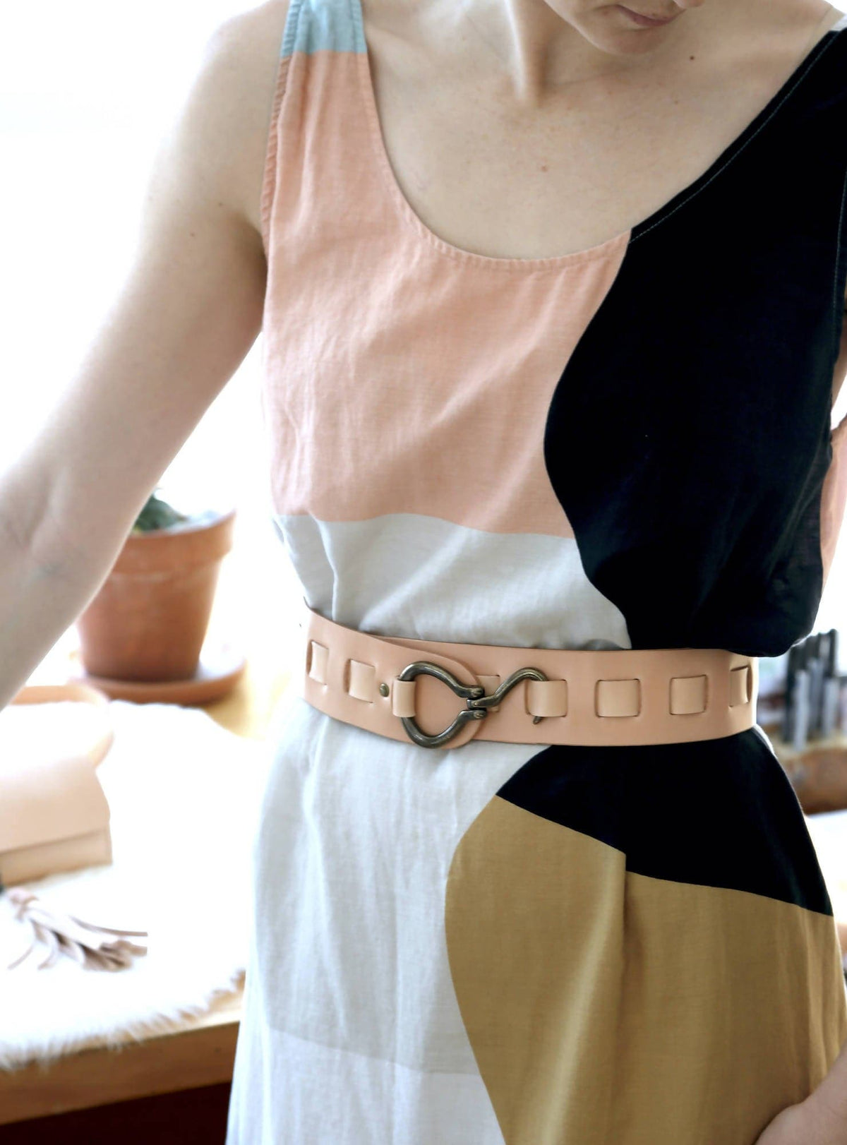 Swing Buckle Waist Belt in Natural