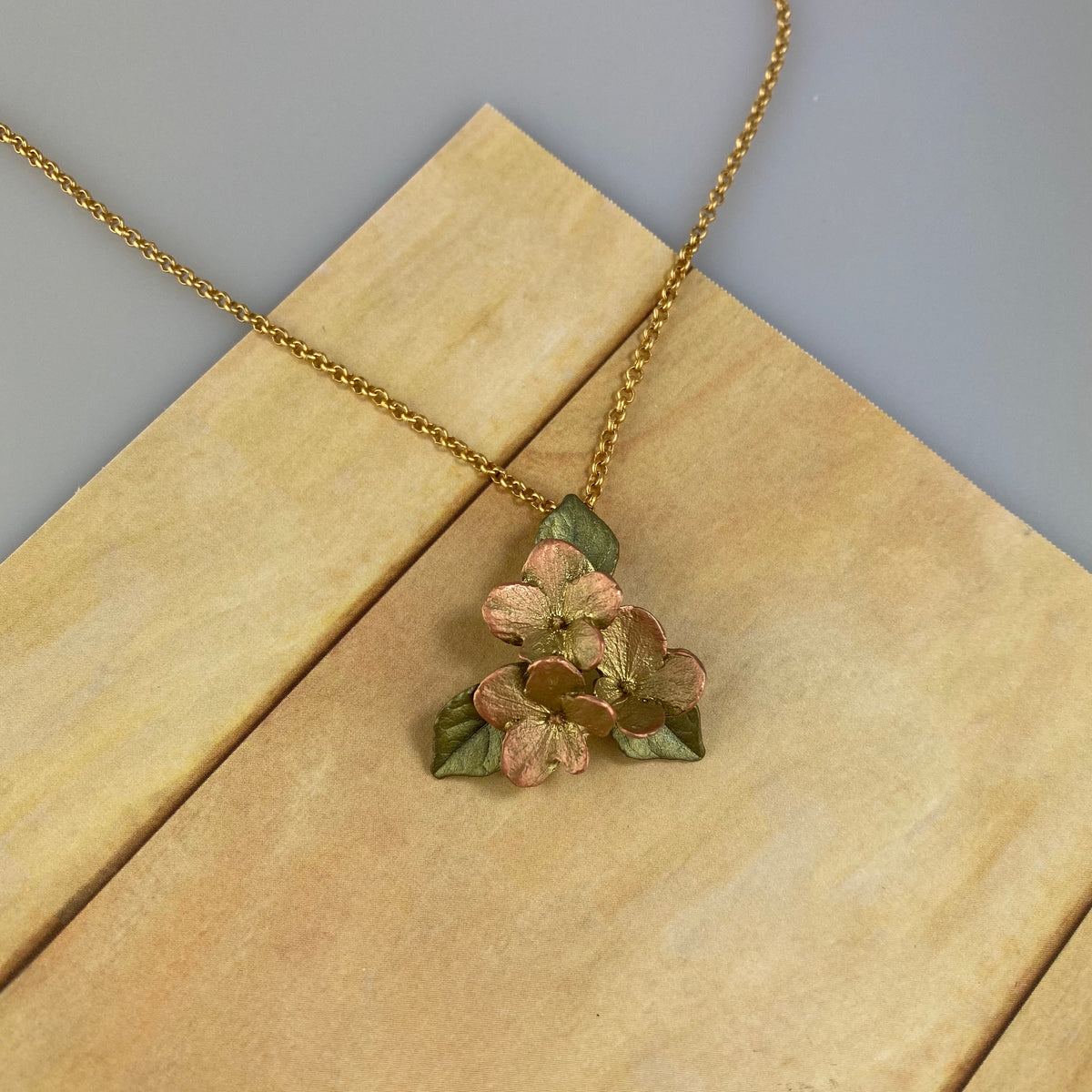 Hydrangea & Leaf Pendant - Heart of the Home PA