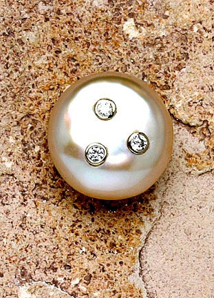 Coin Pearl Earring / 3 Diamonds(.18cttw)