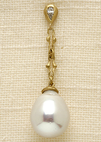 DiamondPear Unicorn SouthSeaPearl Earring(.30ctw)(18k)