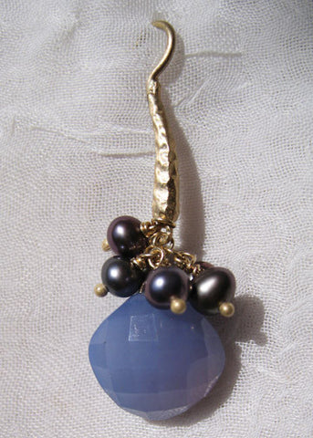 Chalcedony Pillow Peacock Pearl HammerWire Earring(14k)