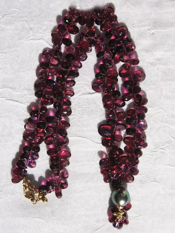 "Rhodolite Garnet Ruffled 18""  Necklace / Tahitian Pearl Garnet Pear Garnish(14k)"