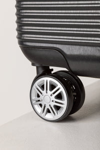 Lightweight Cabin Case With 360° Rolling Wheels Black