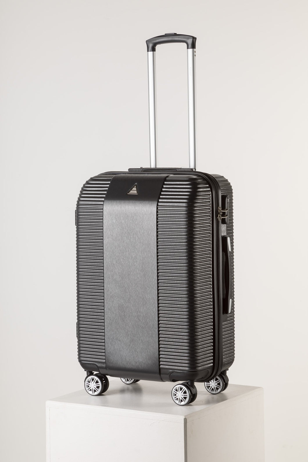 Large Lightweight Suitcase With Scratch Resistant Surface - Black