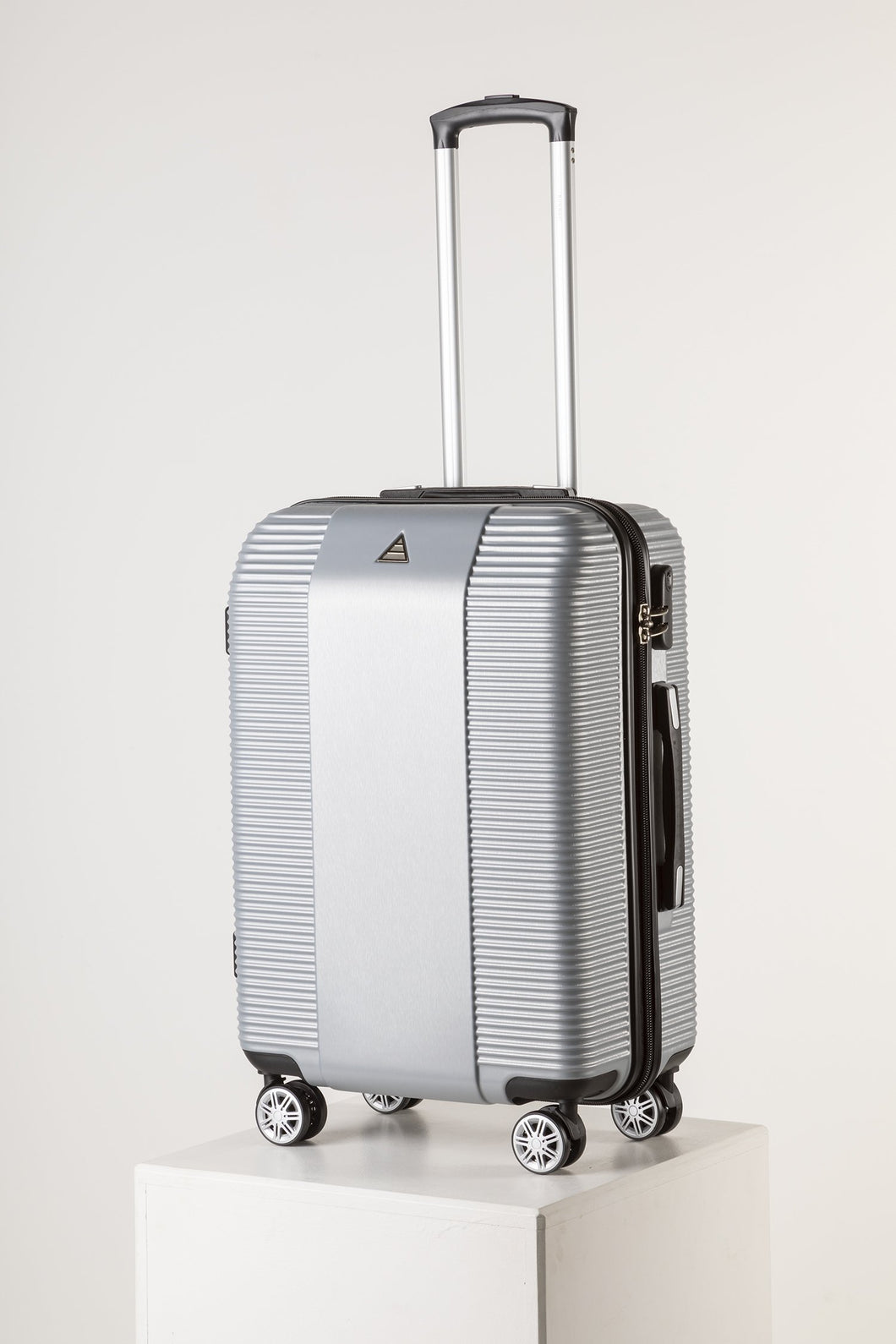 Large Lightweight Suitcase With Scratch Resistant Surface - Silver