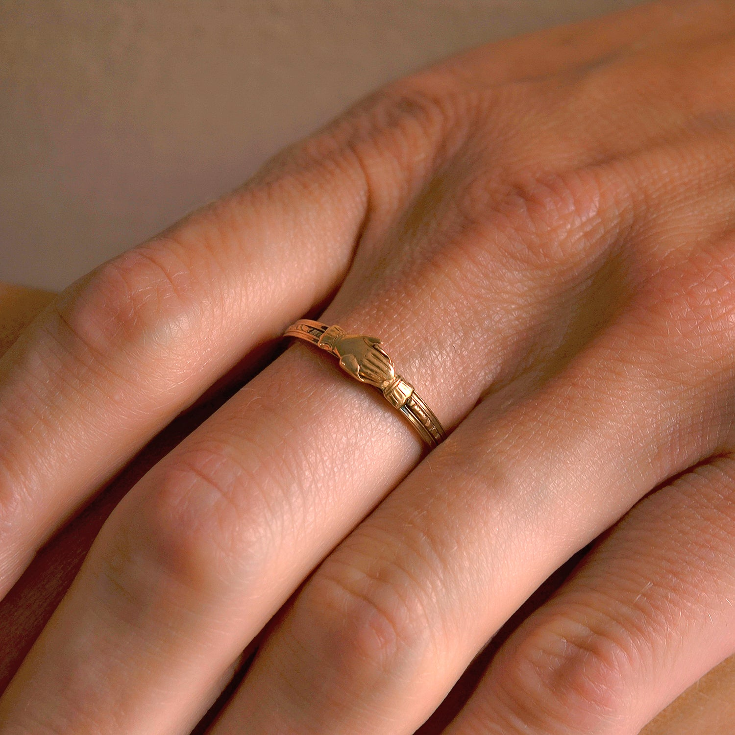 Late Victorian 15kt Clasped Hands + Heart Moveable Fede Gimmal Ring