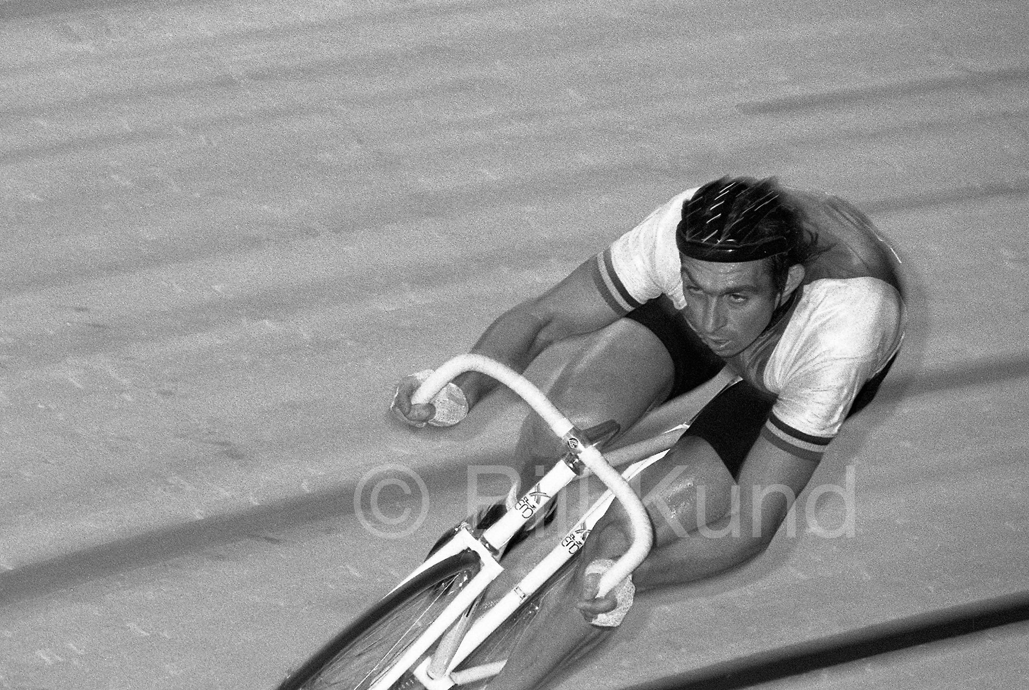 011 - Patrick Sercu, Gold Medalist in the 1964 Tokyo Olympics, rides a 1 lap time trial.