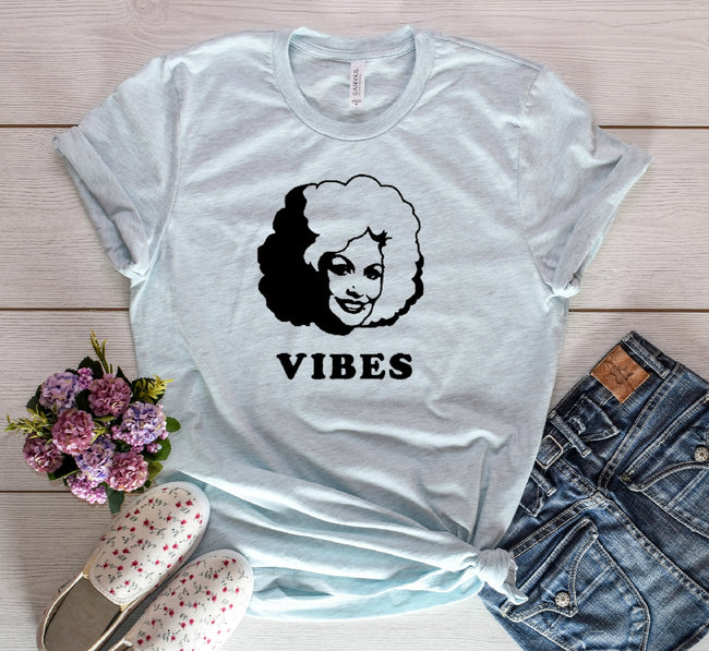 Dolly Vibes Tee