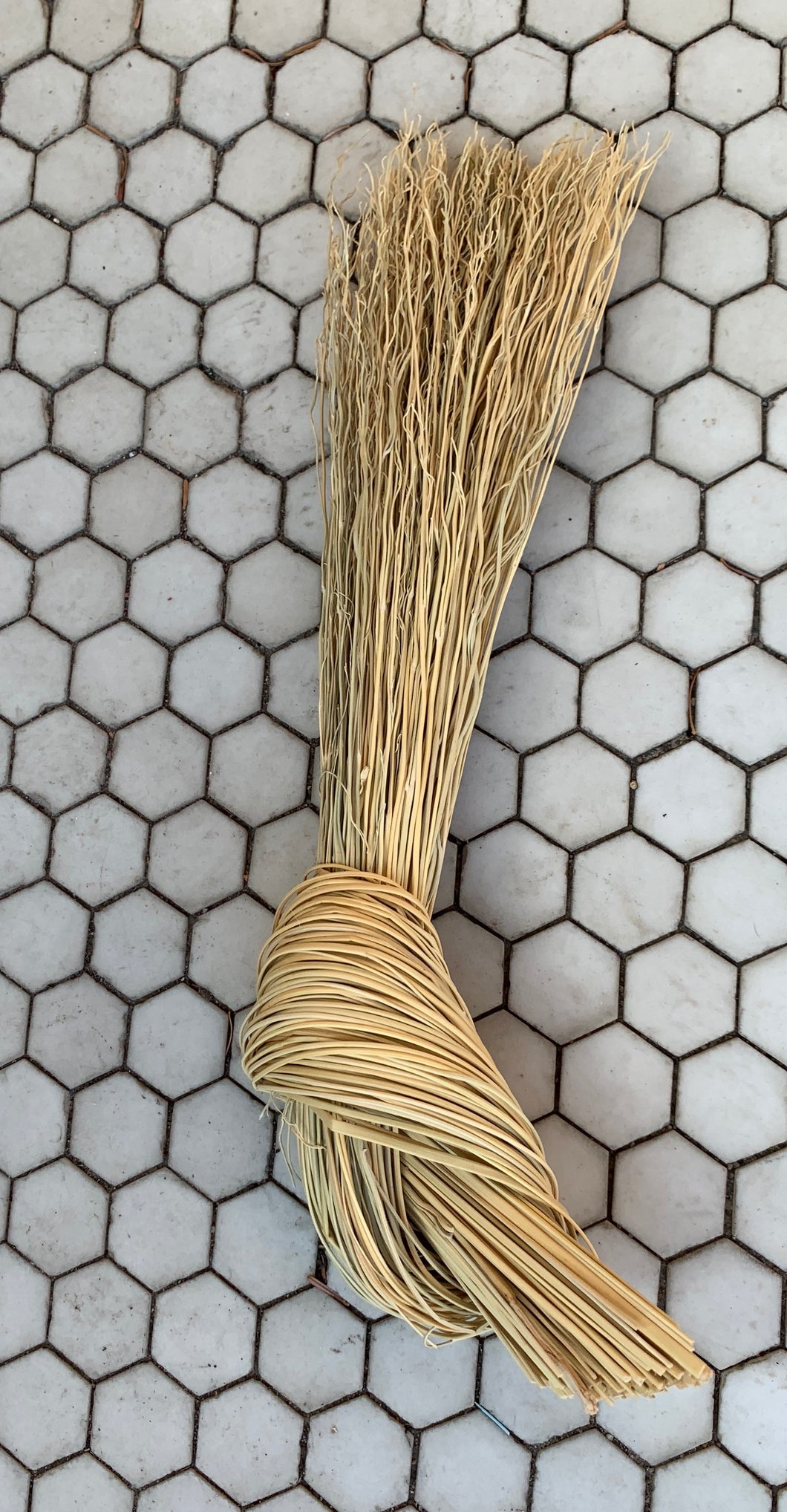 Sunhouse Craft Knot Broom