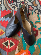 Load image into Gallery viewer, Nidalu Handmade Leather Shoes- Black Slipper