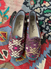 Load image into Gallery viewer, Nidalu Handmade Leather Shoes- Kilim Slipper