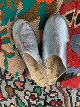 Load image into Gallery viewer, Nidalu Handmade Leather Shoes- Silver Slide