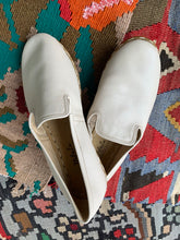 Load image into Gallery viewer, Nidalu Handmade Leather Shoes- Ecru Slipper