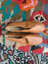 Load image into Gallery viewer, Nidalu Handmade Leather Shoes- Saddle Slipper