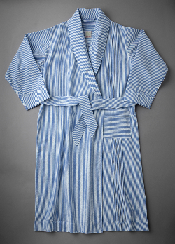 Robe front with pleats and pockets
