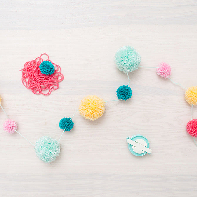 DIY Party Pom Pom Maker - Crea pompones - WRMK