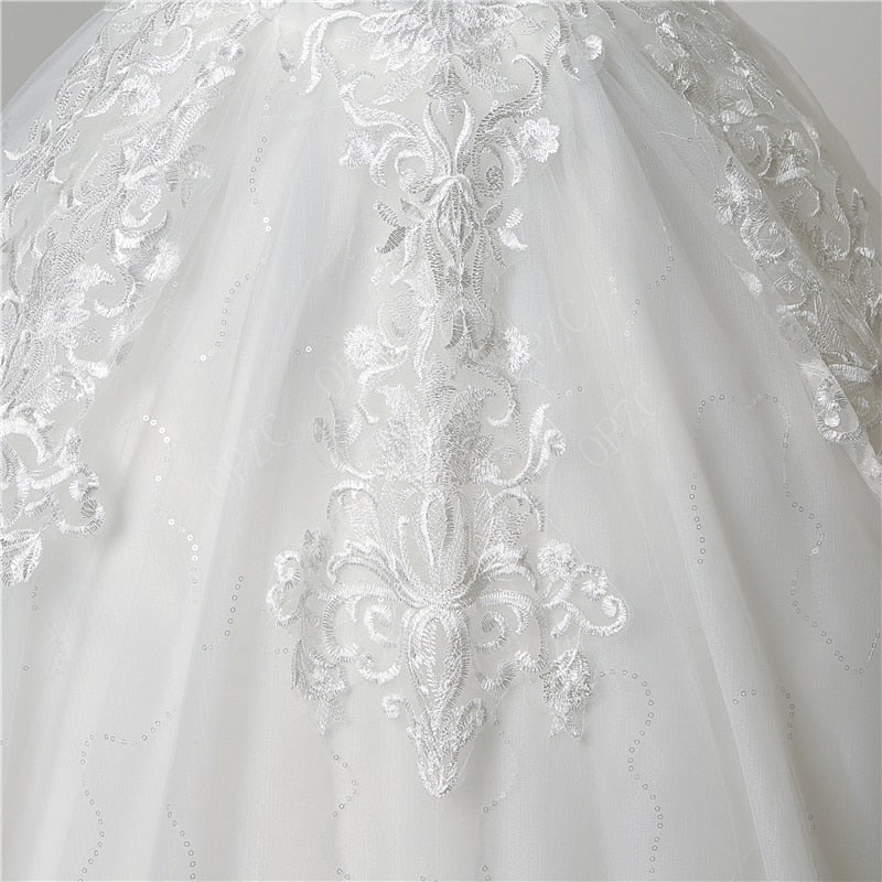 Discount Luxury Lace  Appliques Plus size Wedding Dress Embroidery 2020 New Long Train Sweetheart Bride Gowns Vestidos De Noiva