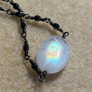 LUNA - BLACK SPINEL MOONSTONE