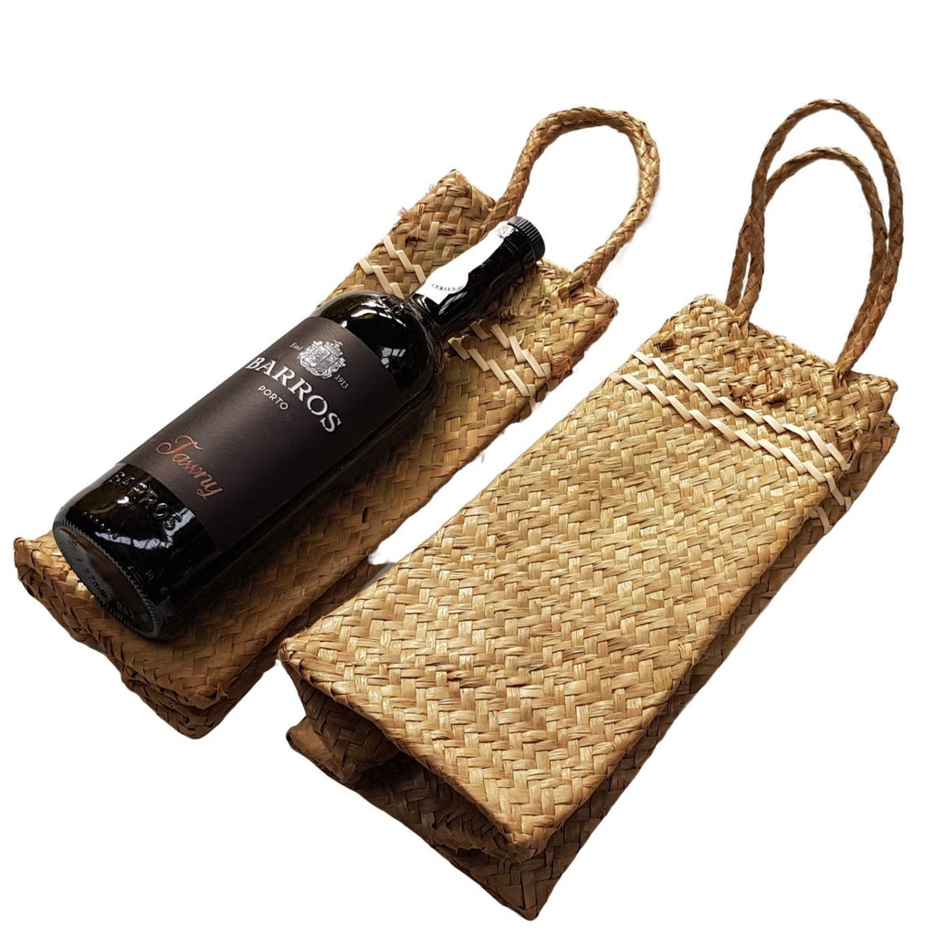 Wine bottle maori kete bag in New Zealand