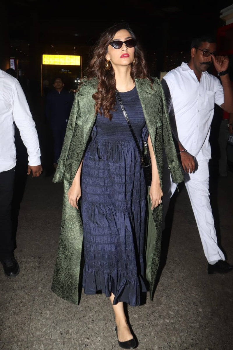SONAM KAPOOR IN OLIVE GREEN TRENCH COAT