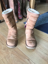 "Sz7 Suede boots Ugg tan w/ side zip. 10 "" high."