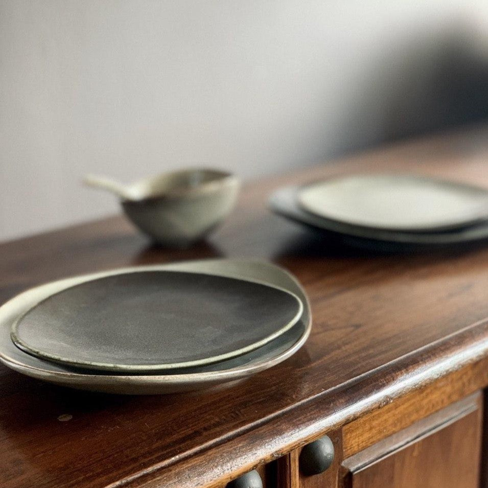 Natón Nordic Dinnerware Collection - Duo Plate Set in Black and Grey